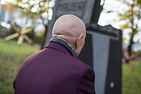 """Das Landesdenkmalamt Berlin hat das """"Parlament der Baeume"""" des Kuenstler Ben Wagin und das Mauer-Mahnmal des deutschen Bundestages als Teil des Denkmalbereichs Berliner Mauer unter Schutz gestellt.<br /> Der Buergermeister und Senator fuer Kultur und Europa von Berlin, Dr. Klaus Lederer, hat aus Anlass der Unterschutzstellung und am Vortag des Jahrestages des Mauerfalls vom 9. November 1989 das """"Parlament der Baeume"""" besucht.<br /> Im Bild: Der Kuenstler Ben Wagin.<br /> 8.11.2017, Berlin<br /> Copyright: Christian-Ditsch.de<br /> [Inhaltsveraendernde Manipulation des Fotos nur nach ausdruecklicher Genehmigung des Fotografen. Vereinbarungen ueber Abtretung von Persoenlichkeitsrechten/Model Release der abgebildeten Person/Personen liegen nicht vor. NO MODEL RELEASE! Nur fuer Redaktionelle Zwecke. Don't publish without copyright Christian-Ditsch.de, Veroeffentlichung nur mit Fotografennennung, sowie gegen Honorar, MwSt. und Beleg. Konto: I N G - D i B a, IBAN DE58500105175400192269, BIC INGDDEFFXXX, Kontakt: post@christian-ditsch.de<br /> Bei der Bearbeitung der Dateiinformationen darf die Urheberkennzeichnung in den EXIF- und  IPTC-Daten nicht entfernt werden, diese sind in digitalen Medien nach §95c UrhG rechtlich geschuetzt. Der Urhebervermerk wird gemaess §13 UrhG verlangt.]"""