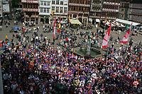 Galaxy Fans auf dem Frankfurter Roemerberg