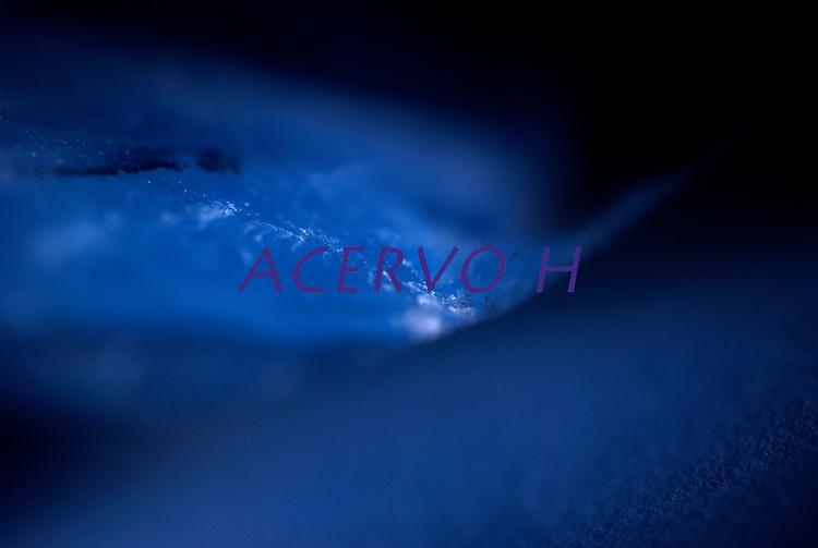 Luz de led projetada em prisma de cristal , Ligth Crystal.<br /> Foto Carlos Barreto.