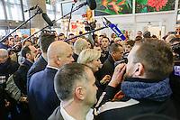 PARIS LE 28 / 02 / 2017<br /> MARINE LE PEN AU SALON DE L AGRICULTURE ENTOUR…E DE SES GARDES DU CORPS .