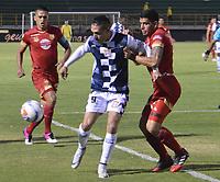 TUNJA- COLOMBIA, 17-02-2018: Diego Valdes (Izq.) jugador del Boyacá Chicó disputa el balón con Rionegro  durante el partido entre el Boyacá Chicó  y Rionegro por la fecha 4 de la Liga Águila II 2018 jugado en el estadio La Independencia. / Diego Valdes(R) player of Boyaca Chico vies for the ball with XXXXX (R) player of Rionegro during match between Boyaca Chico and Rionegro  for the date 4 of the Aguila League I 2018 played at La Independencia stadium. Photo: VizzorImage/ José Miguel Palencia / Contribuidor