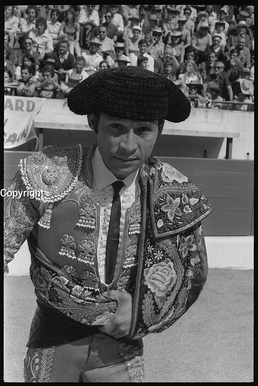 20 Juin 1971. Vue de l'arrivée du torero Curro Giron dans les arènes de Toulouse.