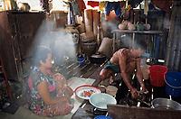 Asie/Malaisie/Bornéo/Sarawak: Chez les Dayak - Cuisine de la longhouse