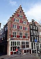 Nederland Amsterdam 12- 01- 2021. Het pand van het Leger des Heils aan de Oudezijds Voorburgwal. Het pand heeft rode luiken. Foto : ANP/ HH / Berlinda van Dam