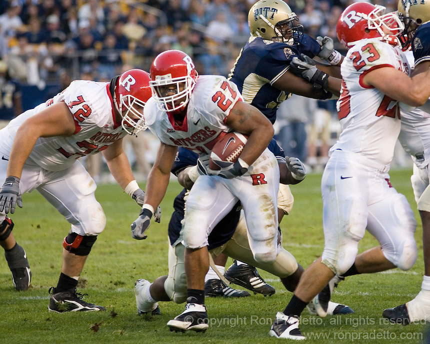 21 October 2006..Rutgers running back Ray Rice (27)..The Rutgers Scarlet Knights defeated the Pitt Panthers 20-10 on October 21, 2006 at Heinz Field, Pittsburgh, Pennsylvania.