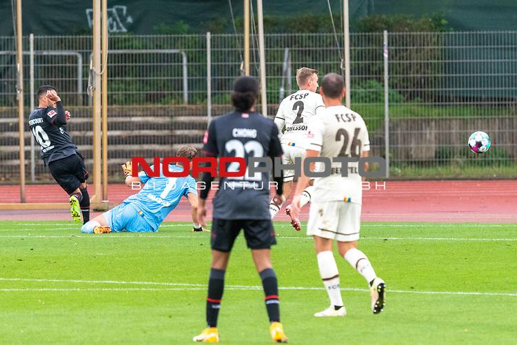 07.10.2020, wohninvest Weserstadion Platz 11, Bremen, GER, FSP SV WERDER BREMEN  vs 1. FC St. Pauli<br /> <br /> im Bild / picture shows <br /> <br /> Leonardo Bittencourt  (Werder Bremen #10)<br /> DENNIS SMARSCH (FC ST.PAULI #01)<br /> CHRISTIAN VIET (FC ST.PAULI #29)<br /> SEBASTIAN OHLSSON (FC ST.PAULI #02)<br /> <br /> <br /> Foto © nordphoto / Kokenge