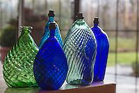 Europe, Autriche, Tyrol (Land), Tyrol du Nord, Fritzens: Distillerie Rochelt GmbH, Vieilles bouteilles  // Europe, Austria, Tyrol (state),  Fritzens: Distillery Rochelt GmbH