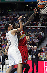 Real Madrid's Gustavo Ayon (l) and Olympimpiacos Piraeus' Othello Hunter during Euroleague match. January 28,2016. (ALTERPHOTOS/Acero)