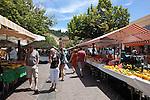 France, Provence-Alpes-Côte d'Azur, Nice: Fruit and vegetable market, Cours Saleya | Frankreich, Provence-Alpes-Côte d'Azur, Nizza: Gemuesemarkt an der Cours Saleya