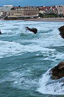 Europe/France/Aquitaine/64/Pyrénées-Atlantiques/Pays-Basque/Biarritz:  La grande plage et l' Hôtel du Palais, Villa Eugénie