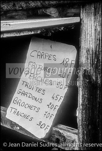 Europe/France/Nouvelle Aquitaine/23/Creuse/La Chapelle-Taillefert:  Victor Lanoux lors de la  pche de son étang<br /> PHOTO D'ARCHIVES // ARCHIVAL IMAGES<br /> FRANCE 1990