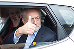 © Joel Goodman - 07973 332324 . 24/09/2016 . Liverpool , UK . JEREMY CORBYN gives a thumbs up as he leaves a visit to Beaconsfield Community House in Birkenhead , following his victory declaration . The centre provides clothes and food that would otherwise be destined for waste from supermarkets , to local residents in need . Photo credit : Joel Goodman