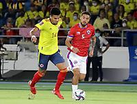 BARRANQUILLA – COLOMBIA, 09-09-2021: Luis Diaz de Colombia (COL) y Paulo Diaz de Chile (CHI) durante partido entre los seleccionados de Colombia (COL) y Chile (CHI), de la fecha 9 por la clasificatoria a la Copa Mundo FIFA Catar 2022, jugado en el estadio Metropolitano Roberto Melendez en Barranquilla. / Luis Diaz of Colombia (COL) and Paulo Diaz of Chile (CHI) during match between the teams of Colombia (COL) and Chile (CHI), of the 9th date for the FIFA World Cup Qatar 2022 Qualifier, played at Metropolitan stadium Roberto Melendez in Barranquilla. / Photo: VizzorImage / Jairo Cassiani / Cont.