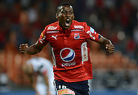 MEDELLÍN -COLOMBIA-21-09-2016. Mauricio Cortes del Medellín celebra después de anotar un gol durante ele encuentro entre Independiente Medellín de Colombia y Santa cruz de Brasil, octavos de final, por la Copa Sudamericana 2016 jugado en el estadio Atanasio Girardot de la ciudad de Medellín. / Mauricio Cortes of Medellin celebrates after scoring a goal during the match between Independiente Medellin of Colombia and Santa Cruz of Brazil during first leg match, knockout stages, for the Southamerican Cup 2016 played at Atanasio Girardot stadium in Medellin city. Photo: VizzorImage/ León Monsalve /