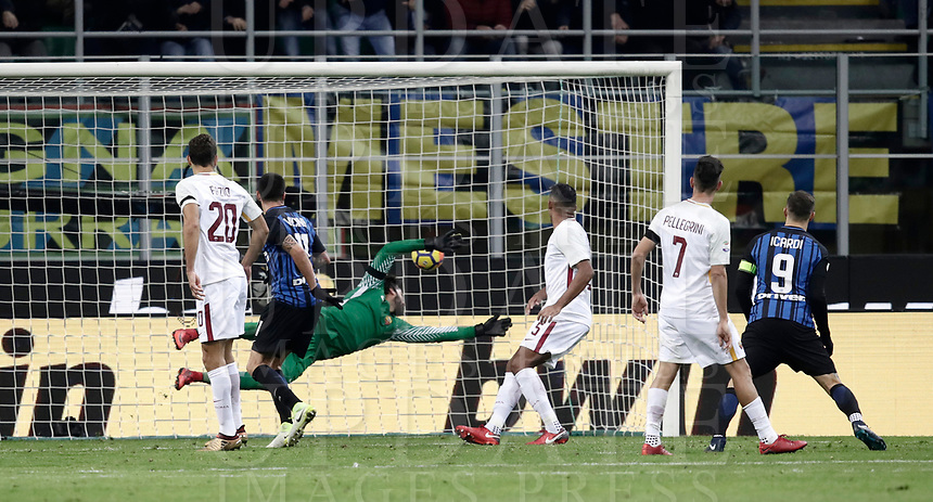 Calcio, Serie A: Inter - Roma, Milano, stadio Giuseppe Meazza (San Siro), 21 gennaio 2018.<br /> Inter's Matias Vecino (second from left) scores during the Italian Serie A football match between Inter Milan and AS Roma at Giuseppe Meazza (San Siro) stadium, January 21, 2018.<br /> UPDATE IMAGES PRESS/Isabella Bonotto