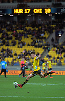 Hurricanes Jordie Barrett kicks for goal during the Super Rugby Aotearoa match between the Hurricanes and Chiefs at Sky Stadium in Wellington, New Zealand on Saturday, 8 August 2020. Photo: Dave Lintott / lintottphoto.co.nz