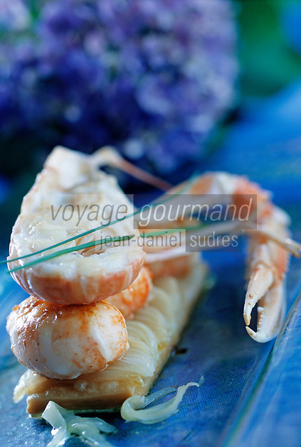 Europe/France/Bretagne/29/Finistère:  Langoustine royale et Oigon de Roscoff recette  de P Le Guen