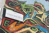 - graffiti in front of Leoncavallo social center ....- graffiti davanti al centro sociale Leoncavallo
