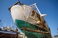 -  repair of a fishing boat in a shipyard of Mazara del Vallo....- riparazione di un peschereccio in un cantiere navale di Mazara del Vallo