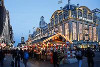 Wintermarkt op het Damrak in Amsterdam