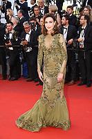 Elsa Zylberstein sur le tapis rouge pour la projection du film en competition OKJA lors du soixante-dixiËme (70Ëme) Festival du Film ‡ Cannes, Palais des Festivals et des Congres, Cannes, Sud de la France, vendredi 19 mai 2017.