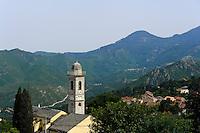 Venaco mit Kirche, Korsika, Frankreich