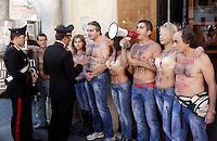 - Protesta di alcuni attivisti dell'associazione Animalisti Italiani davanti al negozio Dolce & Gabbana in Piazza di Spagna, contro la tecnica della sabbiatura, usata per produrre jeans sdruciti e scoloriti. Tecnica, questa, sotto accusa per i danni provocati alla salute dei lavoratori. Secondo i manifestanti, la sabbiatura produce una grande quantita' di polvere e particelle sottili di biossido di silice, l'esposizione alle quali provoca la silicosi, malattia in molti casi letale.<br /> Roma, 19 ottobre 2012.<br /> - Carabinieri officers talk to Italian animal rights activists during a protest against the sandblast tecnhique used to produce distressed jeans in front of the Dolce & Gabbana shop in Piazza di Spagna. The demonstrators accuse sandblasting technique to be harmful to workers' health, as it involves firing minute particles of silica on high pressure at denim, which gives the fabric a faded appearance. According to protesters, workers who inhale the silica dust are in danger of developing silicosis, a potentially fatal pulmonary disease. UPDATE IMAGES PRESS/Riccardo De Luca