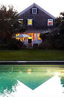 villa's swimming pool