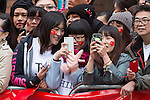 © Joel Goodman - 07973 332324 . 23/10/2015 . Manchester , UK . Crowds in Albert Square outside Manchester Town Hall waiting for Chinese president , Xi Jinping , who is visiting Manchester as part of his state visit to the United Kingdom . Photo credit : Joel Goodman