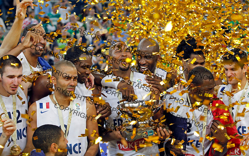 """France`s basketball team players Nando De Colo, Tony Parker, Boris Diaw, Alexis Ajinca, Mickael Gelabale, Florent Pietrus, Johan Petro and Antoine Diot celebrate with the trophy after European championship """"Eurobasket 2013""""  final game between France and Lithuania in Stozice Arena in Ljubljana, Slovenia, on September 22. 2013. (credit: Pedja Milosavljevic  / thepedja@gmail.com / +381641260959)"""