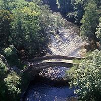 Europe/France/89/Bourgogne/Yonne/Env de Saint-Père Sous Vézelay/Pierre-Perthuis: Pont romain sur la Cure