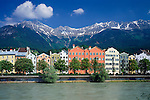 Austria, Tyrol, Innsbruck at river Inn: district Mariahilf, waterfront and Karwendel mountains | Oesterreich, Tirol, Innsbruck am Inn: Innufer, Stadtteil Mariahilf, vor Nordkette des Karwendelgebirges