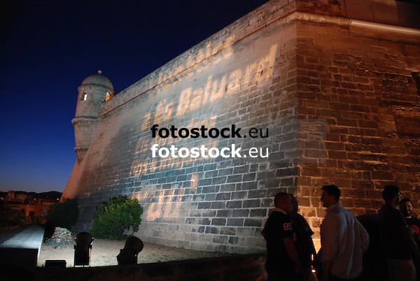 Projection on the wall of Es Baluard<br /> <br /> Proyección en el muro del Es Baluard<br /> <br /> Projektion auf der Mauer des Es Baluard