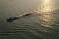 Europe/France/Poitou-Charentes/17/Charente-Maritime/Estuaire de la Seudre: Départ pour les parcs à huitres à l'aube