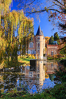 France, Allier (03), Villeneuve-sur-Allier, Arboretum de Balaine en automne, le château