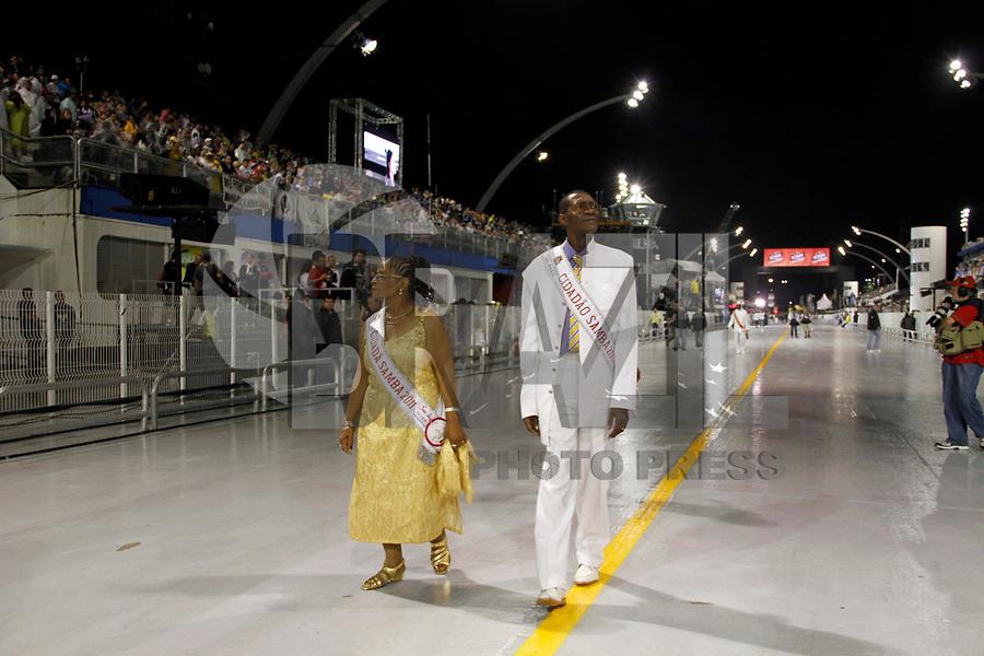 SÃO PAULO, SP, 04 DE MARÓ DE 2011 - CARNAVAL 2011 - Membros da corte do Carnaval de São Paulo, são visto antes da primeira escola entrar no Sambódromo do Anhembi região norte da capital paulista. (FOTO: VANESSA CARVALHO / NEWS FREE).