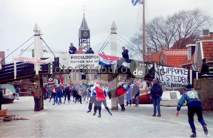 SCHAATSEN: STAVOREN: FRIESE ELFSTEDENTOCHT: zaterdag 4 januari 1997, vijftiende Elfstedentocht, ©foto Martin de Jong