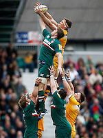 Photo: Richard Lane/Richard Lane Photography. Leicester Tigers v London Wasps. Aviva Premiership. 12/04/2014. Wasps' James Cannon and Tigers' Ed Slater challenge at a lineout.