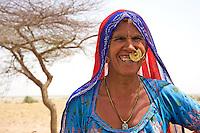 Manvar on the way to Jaisalmer women in the Thar Desert, Rajasthan, India