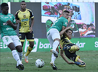 PALMIRA - COLOMBIA, 27-09-2020: Juan Daniel Roa del Cali disputa el balón con John Hernandez del Alianza durante partido entre Deportivo Cali y Alianza Petrolera por la fecha 10 de la Liga BetPlay DIMAYOR I 2020 jugado en el estadio Deportivo Cali de la ciudad de Palmira. / Juan Daniel Roa of Cali vies for the ball with John Hernandez of Alianza during match between Deportivo Cali and Alianza Petrolera for the date 10 as part of BetPlay DIMAYOR League I 2020 played at Deportivo Cali stadium in Palmira city.  Photo: VizzorImage / Gabriel Aponte / Staff