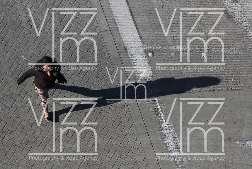BOGOTA -COLOMBIA, 22-ABRIL-2014. Dia sin carro en la capital / Day without cars in the capital . Photo:VizzorImage / Felipe Caicedo / Staff
