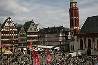 WM-Fahnen auf dem Roemerberg