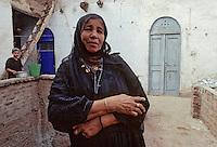 Afrique/Egypte/Env de Louxor/Ancienne Thèbes: Portrait de femme dans les rues