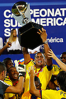 MENDOZA -ARGENTINA-03-02-2013: Los jugadores  de Colombia levantan el trofeo como campeones en el estadio Las Malvinas en Medoza Argentina,  febrero 3 de 2013. En partido la final del Suramericano Sub 20, Colombia venció a Paraguay por marcador de dos goles a uno, se coronó campeón y clasificó al mundial en Turquia. Colombia's players lift the trophy as champions in the stadium Medoza Las Malvinas in Argentina, February 3, 2013. In the final match of the South American Under 20, Colombia defeated Paraguay by a score of two goals to one, was crowned champion and qualified for the world in Turkey.world cup.  Photo: Photosport / Photogamma /VizzorImage/