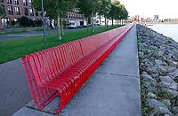 Nederland  Amsterdam-  2020.  Aan de Bert Haanstrakade op IJburg staat het kunstwerk Space to take Place. Een meterslange rode bank die plaats biedt aan iedereen die van het uitzicht wil genieten. De bank is een ontwerp van Claudia Linders.  Foto : ANP/ HH / Berlinda van Dam