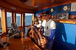Navigation sur le Rio Negro au nord de Manaus sur le bateau de croisière La Jangada