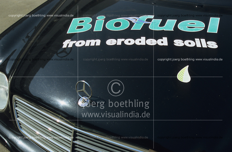 INDIA, Pune, trial car Mercedes Benz with Jatropha bio diesel in Daimler Chrysler Factory in Pune / INDIEN, Mercedes C220 als Testfahrzeug mit Jatropha Biodiesel , ein Bio Kraftstoff aus Ölpflanze Jatropha oder Brechnuss , im Autowerk von Daimler Chrysler in Poona