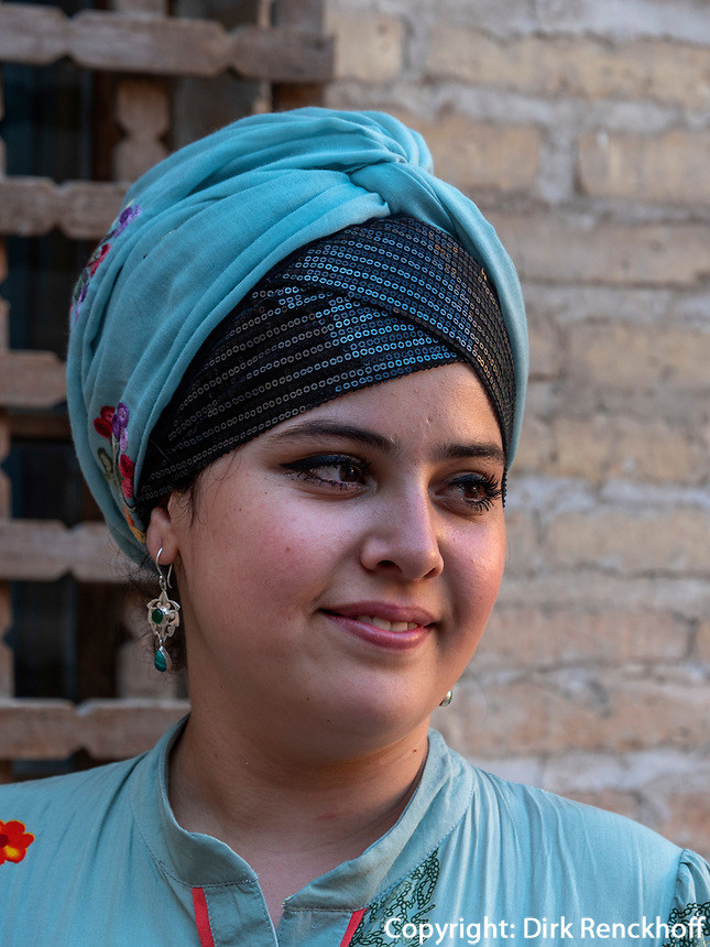 Junge Frau, Xiva, Usbekistan, Asien<br /> young woman in historic city Ichan Qala, Chiwa, Uzbekistan, Asia