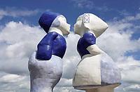 Nederland - Amsterdam -  2020.   Westelijk Havengebied. Kissing Couple XXXL van de kunstenaar Saske van Eerden.   Foto : ANP/ Hollandse Hoogte / Berlinda van Dam
