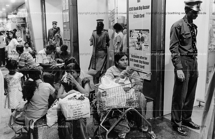 INDIA Maharashtra Mumbai Bombay, customer at supermarket Big bazaar in shopping mall at former cotton mill area in Ville Parle / INDIEN Mumbai, Supermarkt in Ville Parle - copyright Joerg Boethling, Also as signed black&white fine print available.